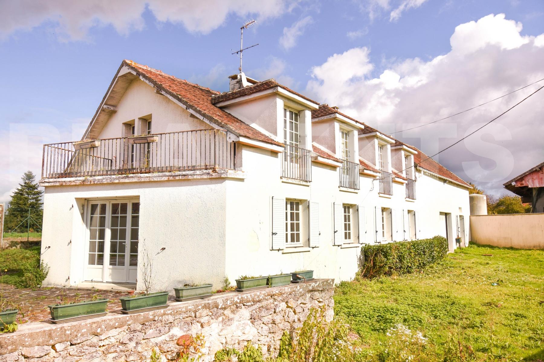 Annonce vente maison provins 77160 165 m 210 000 for Maison provins