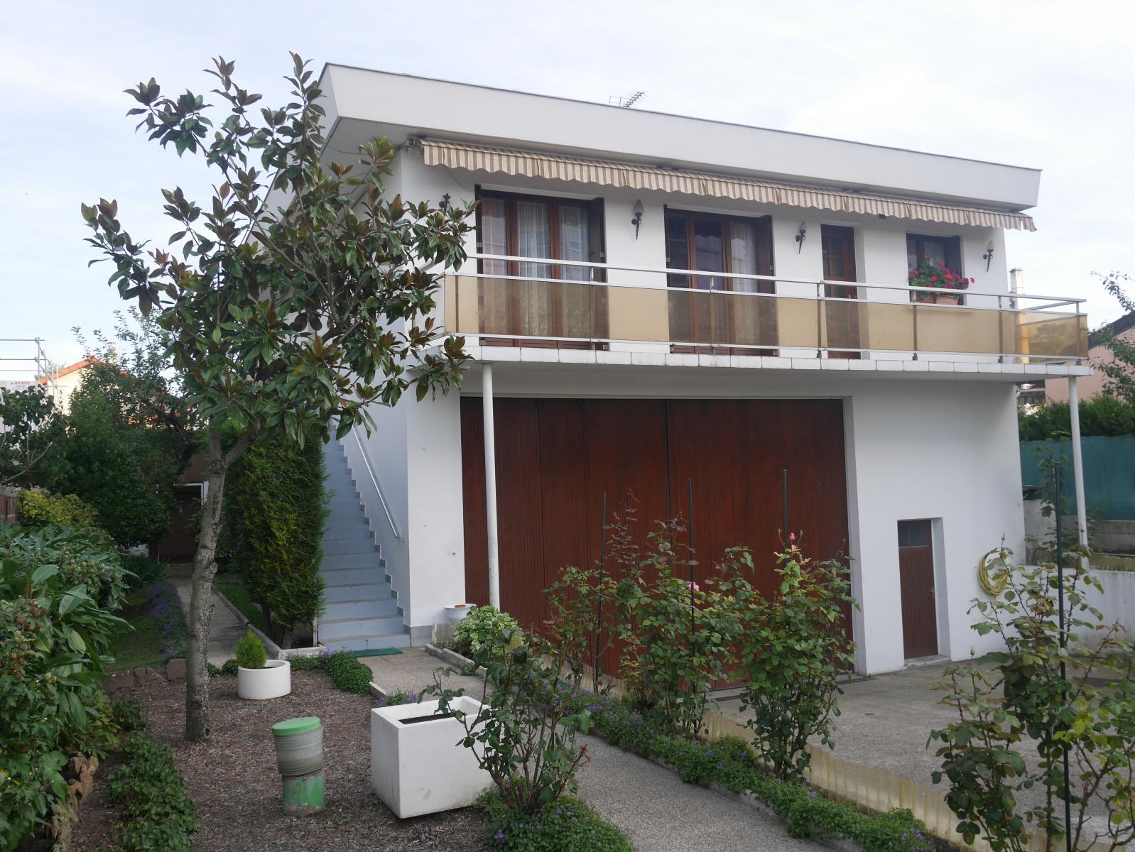 ROMAINVILLE - 294m2 - Maison / Entrepôt - Garage - Bien rare