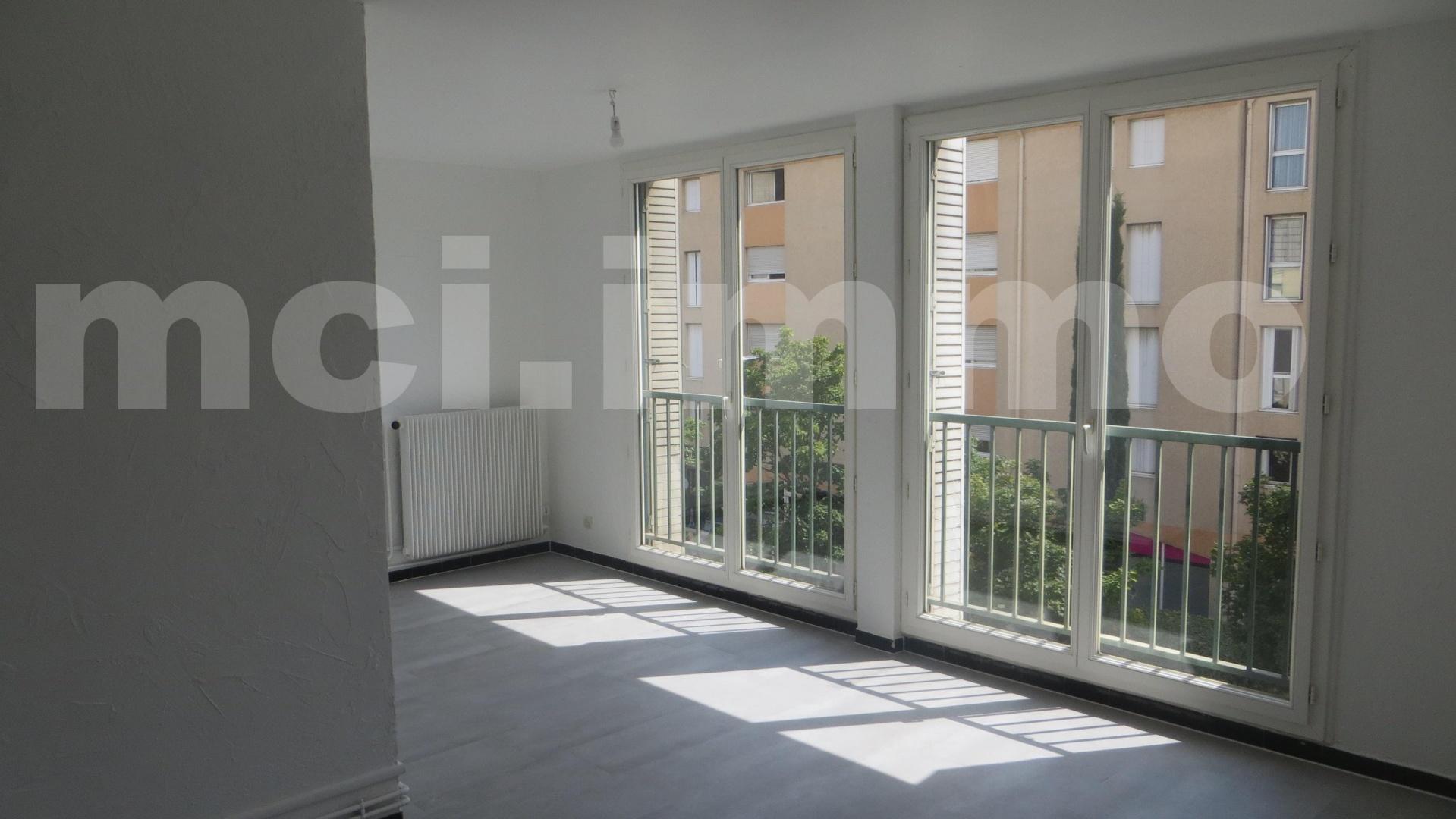 location appartement aubagne 13400 sur le partenaire. Black Bedroom Furniture Sets. Home Design Ideas